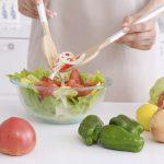 毎日玉ねぎを食べたら血圧が下がり痛風が心配だった尿酸値も低下!